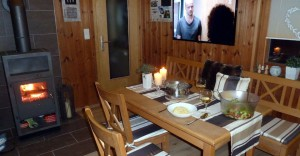 Rhönbude - Essbereich Kamin TV